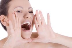 Разрыв голосовых связок в результате крика