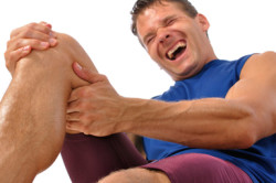 Боль в колене - симптом разрыва крестообразной связки