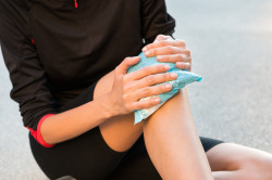 Холодные компрессы при растяжении связок для уменьшения боли и отека