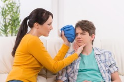 Прикладывание холода на ушиб глаза