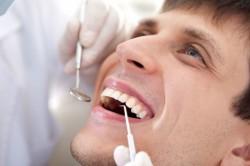 Травмирование языка во время лечения зубов