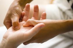Массаж пальцев как восстановление после перелома