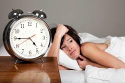 Недосыпание - причина появления синяков под глазами