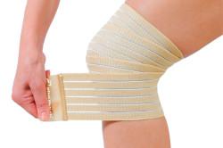 Фиксирующая повязка на колено при вывихе