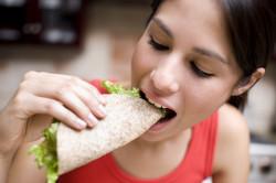 Травма языка во время приема пищи