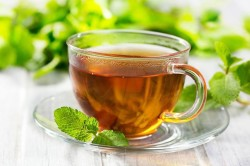 Крепкий сладкий чай для облегчения боли