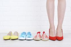 Неудачно подобранная обувь - причина растяжения связок голеностопа