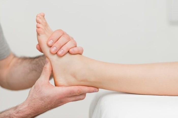 резкая боль в голеностопном суставе в покое