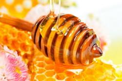 Мед для лечения гематом в области губ и глаз