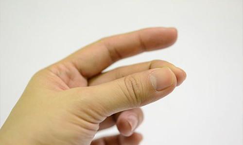 Проблема вывиха пальца на руке