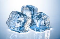 Лед для устранения отека при вывихе пальца