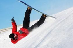 Падение на спину - одна из причин появления синяков на позвоночнике